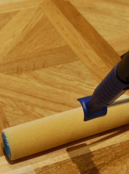 applying_timberex_oil_on_parquet